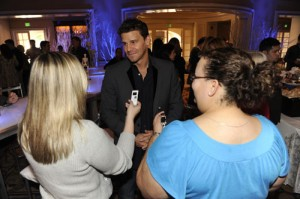 Louise (in blue) and another reporter chat with Bones star David Boreanaz. / FOX