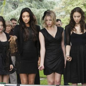Pretty Little Liars black dresses fashion wardrobe Ian&#039;s funeral