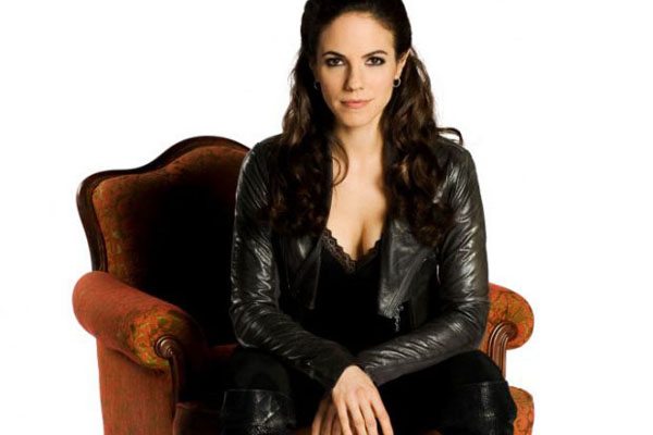 LOST GIRL: Anna Silk Talks Season 2, Nightmares, & Relationships