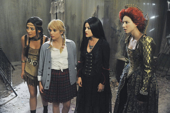 Spend a Spooky Night with the PRETTY LITTLE LIARS