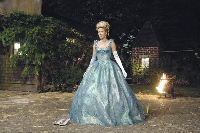 "ONCE UPON A TIME: Cinderella Learns ""The Price of Gold"""