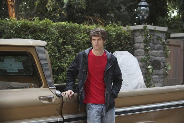 PRETTY LITTLE LIARS: Keegan Allen has fans singing for him