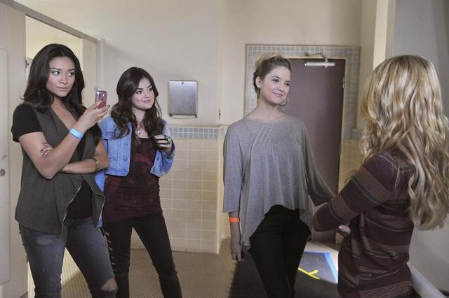 "PRETTY LITTLE LIARS: Photos from ""The Naked Truth"""