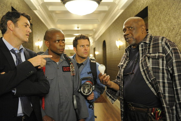 "PSYCH: Photos from ""Heeeeere's Lassie!"""