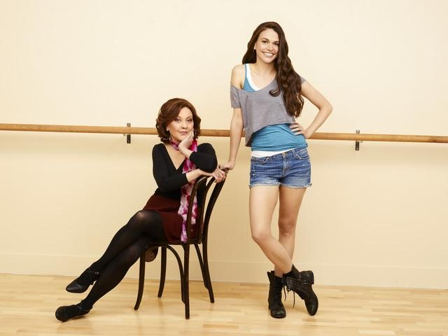 BUNHEADS: Amy Sherman-Palladino Tries Smalltown Life on the West Coast