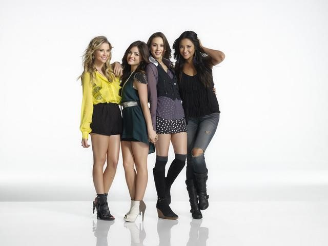 PRETTY LITTLE LIARS: Sneak Peek at Season 3