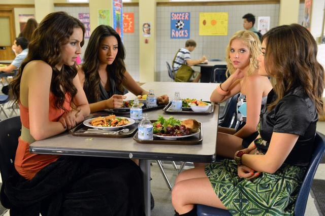 "PRETTY LITTLE LIARS: Photos from Ep 302, ""Kingdom of the Blind"""