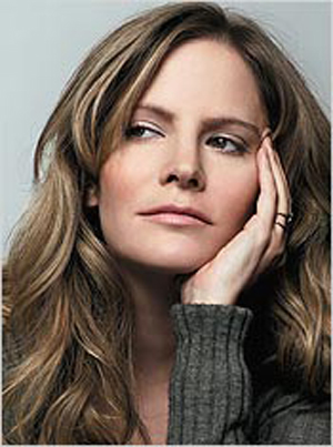 BREAKING NEWS: Jennifer Jason Leigh to Play Emily's Mom on REVENGE