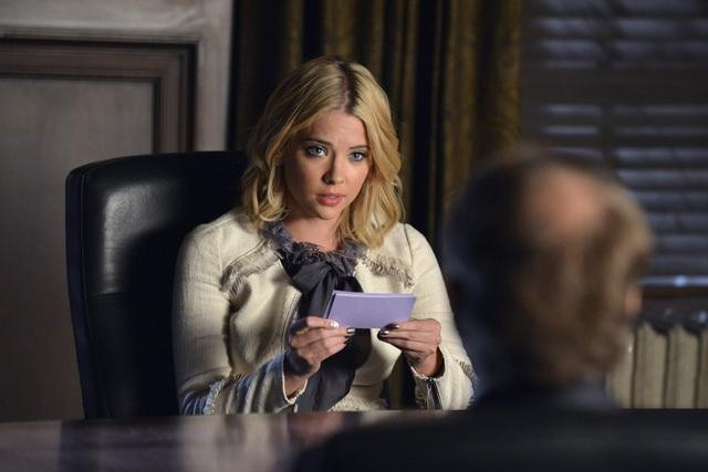 PRETTY  LITTLE LIARS: Stolen Kisses Recap