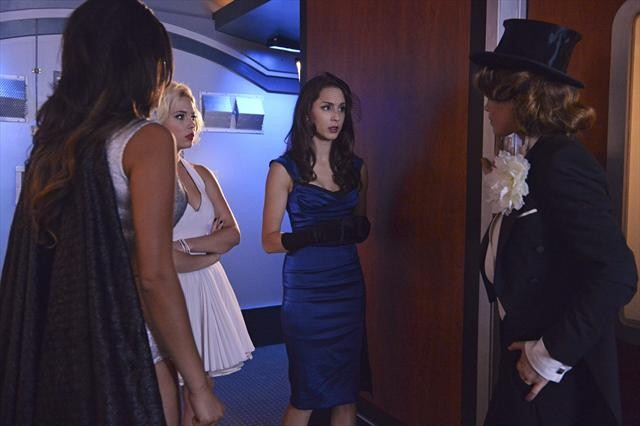 "PRETTY LITTLE LIARS: Photos from the Halloween Special, ""This is a Dark Ride"""