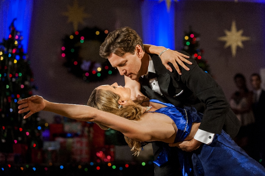 Andrew McCarthy Tempts Us To COME DANCE WITH ME