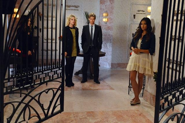 """PRETTY LITTLE LIARS: Photo Preview for """"Dead To Me"""""""