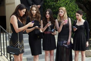 "PRETTY LITTLE LIARS: Photo Preview and Synopsis for ""A is for A-L-I-V-E"""