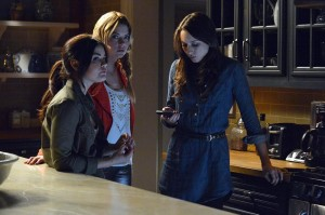 "PRETTY LITTLE LIARS: ""Turn of the Shoe"", or Manolos Never Lie"