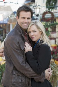 "Jennie Garth and Cameron Mathison  prove you can go home again, in the all new ABC Family original movie ""Holidaze,"" premiering Sunday, December 8 (8:00-10:00pm  ET/PT). (ABC FAMILY/Christos Kalohoridis)"