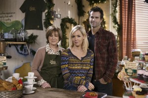 Jennie Garth Goes Home for the HOLIDAZE [Review]