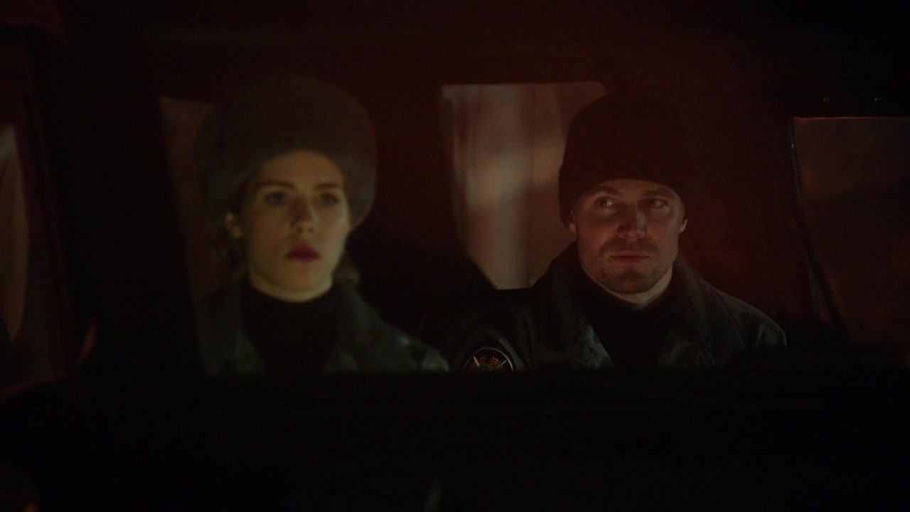 felicity smoak and Oliver Queen wearing hats.