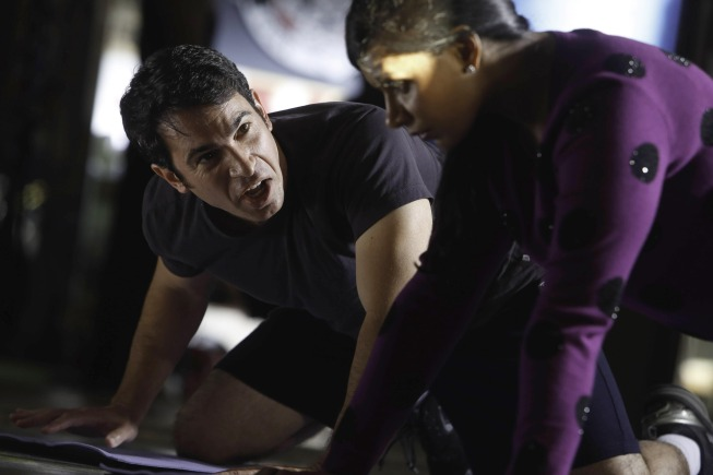 THE MINDY PROJECT: Danny Helps Mindy Get in Shape {PHOTOS}