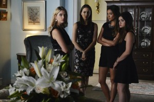 "PRETTY LITTLE LIARS: Photos & Synopsis from ""Surfing the Aftershocks"""
