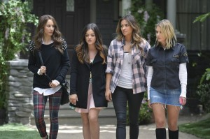 "PRETTY LITTLE LIARS: Photos & Synopsis from ""A Dark Ali"""