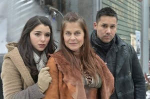 First Looks At Thursday's Defiance Two Hour Season Finale! – Linda Freaking Hamilton!