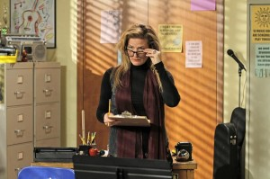 """Ana Gasteyer Deals with """"Mama Drama"""" on THE GOLDBERGS [Photos & Synopsis]"""