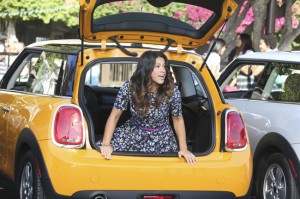 """JANE THE VIRGIN: """"Chapter Six"""" Synopsis & Photos"""