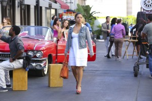 """JANE THE VIRGIN """"Chapter Eleven"""" Photos & Synopsis"""