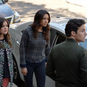 LUCY HALE, SHAY MITCHELL, IAN HARDING