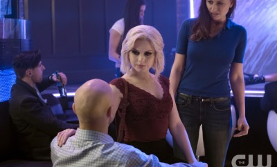 "iZombie -- Image Number: ZMB216b_0118.jpg -- ""Pour Some Sugar, Zombie"" -- Pictured (L-R): Rose McIver as Liv and Aly Michalka as Peyton -- Photo: Katie Yu/The CW -- © 2016 The CW Network, LLC. All rights reserved."