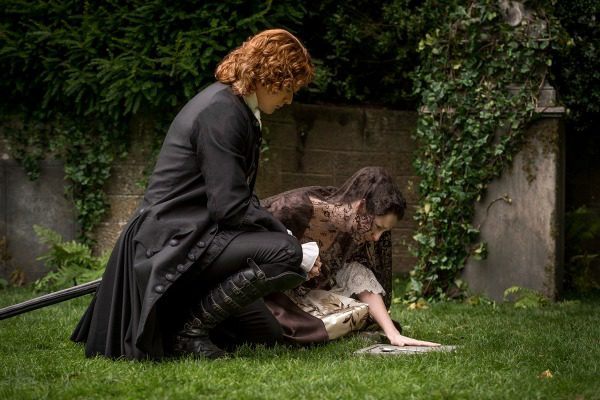 Jamie and Claire at Grave